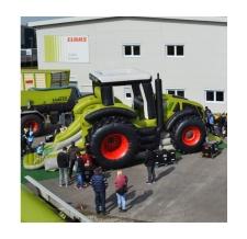 aufblasbare Sonderform Hüpfburg Claas Traktor