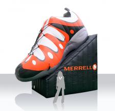 Aufblasbare Produktnachbildung - Merrell Sportschuh