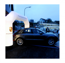 Eventbogen MAX beleuchtet - Bogen MAX Porsche
