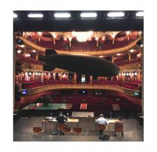Fliegender Zeppelin - Hessisches Staatstheater Wiesbaden - Fotografiert von Karl und Monika Forster